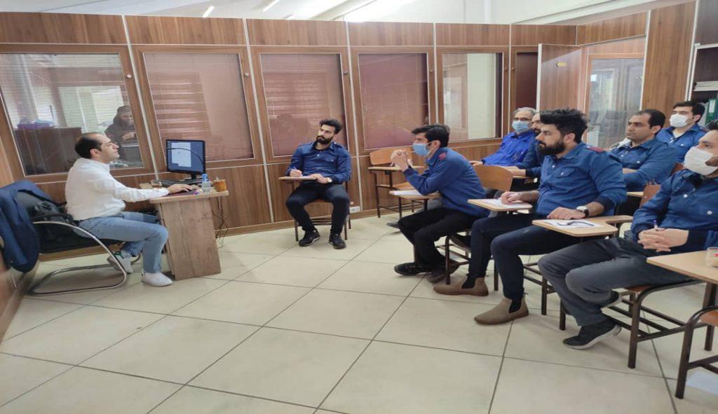 دوره آموزشی آشنایی با نرم افزارهای ESKO برگزار شد.